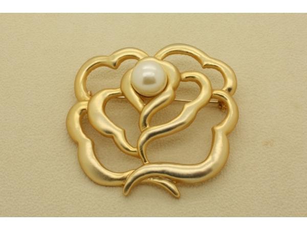 BR5g Gold flower brooch