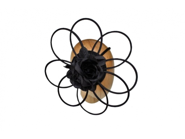 Cara Black fascinator