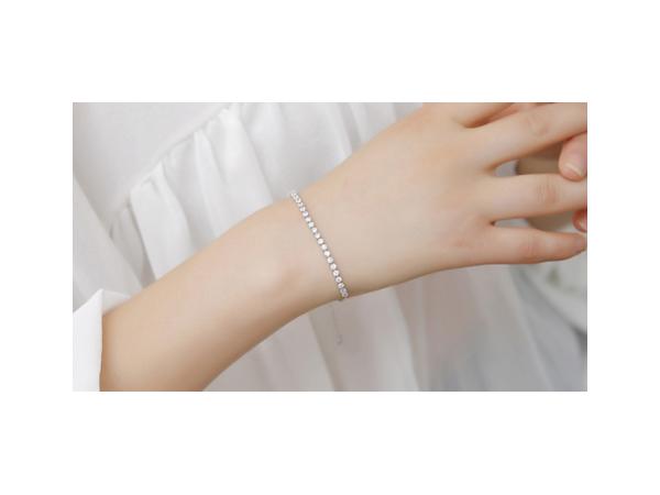 B139 C.Z one row bracelet.