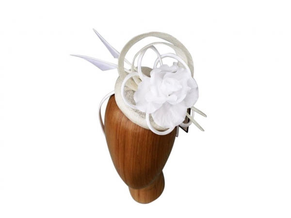 Darcy Cream fascinator