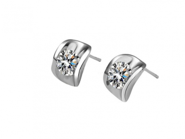 E195s  C.Z. stud earring