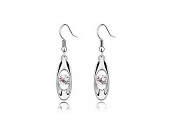 E231c  Silver & crystal earring