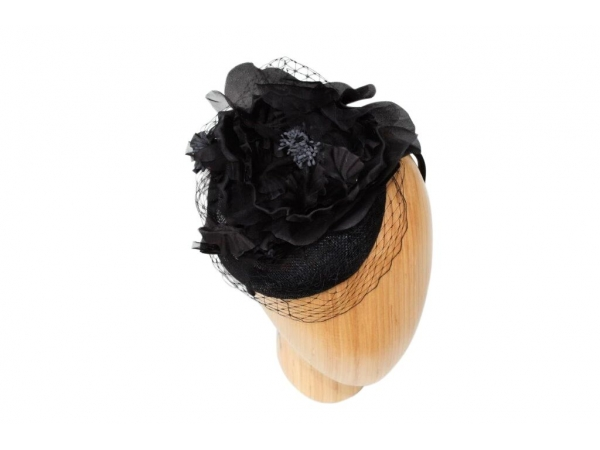 Fiona Black fascinator