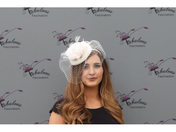 Rose nude fascinator