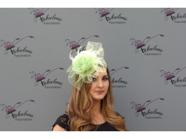 Lilly Apple fascinator