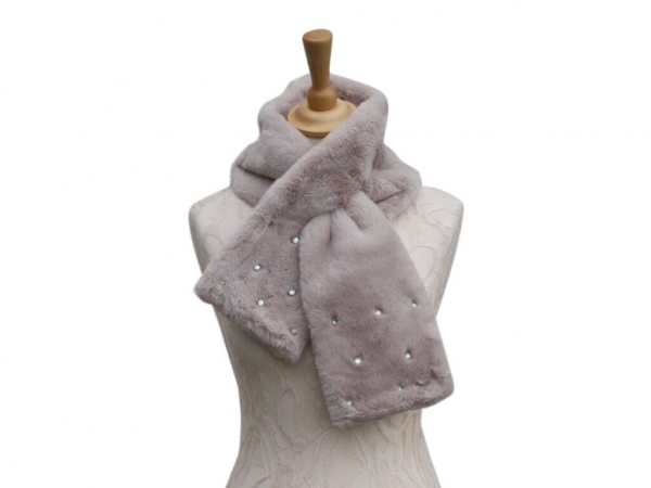 Ws002 Beige faux fur scarf with crystal detail