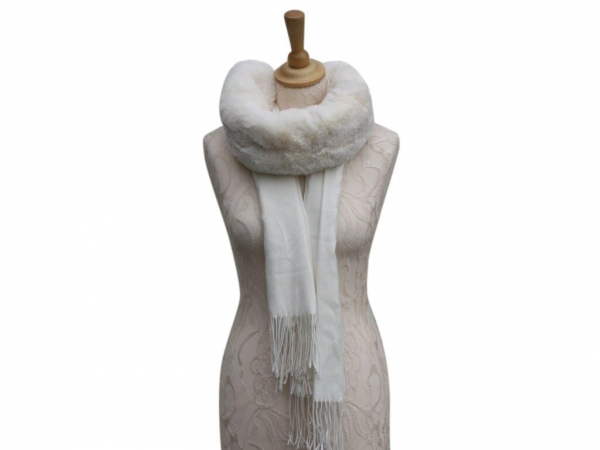 Ws008 White scarf with faux fur collar
