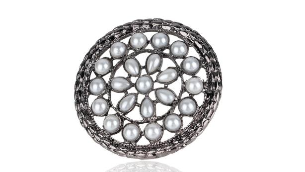 Br113 Grey pearl brooch