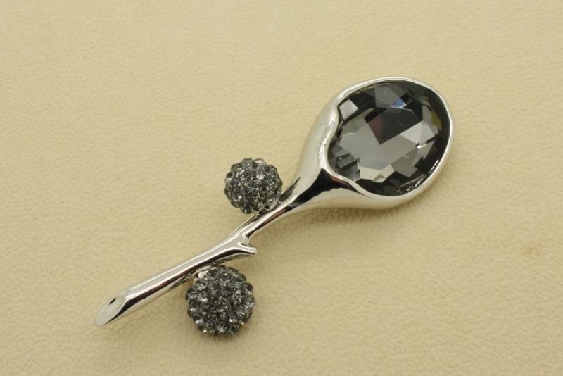 Br39gy Crystal brooch