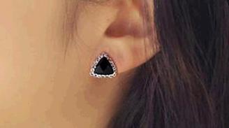 E137  Black crystal stud