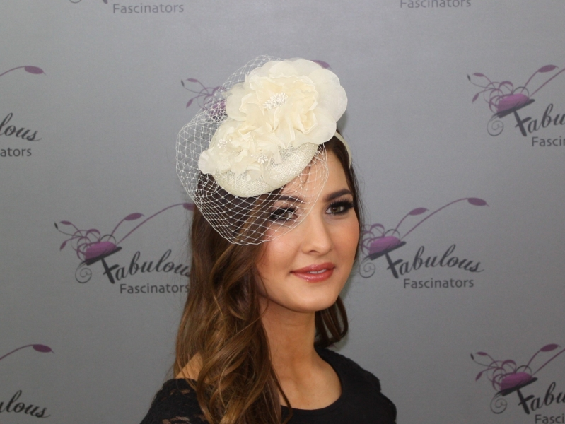 Fiona Cream Fascinator