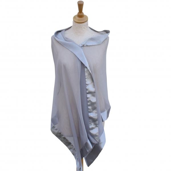Silver/gray silk wrap.